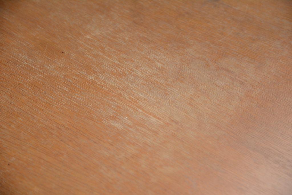 テーブルの塗装が剥げた状態