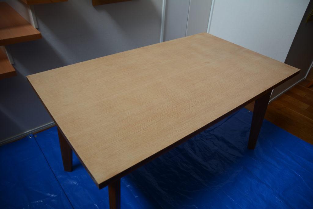 テーブルを室内へ移動